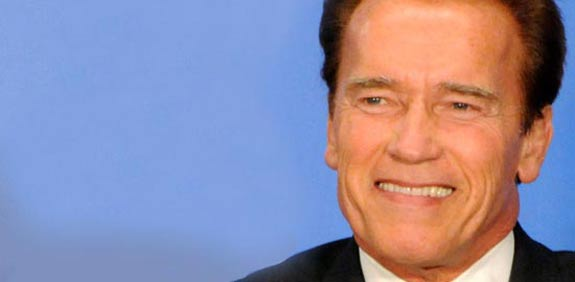 Waze hires Schwarzenegger to direct drivers - Globes